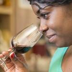 Kris est une sommelière diplômée certes, mais passionnée du monde du vin et de la gastronomie, elle ne porte pas de grappe mais vous apprendra à parler du vin en toute simplicité sans chichis c'est une dénicheuses de talents elle n'aime pas les idées reçues et les vins simples. Ses vins préférés sont les vins du Languedoc et de Champagne. Une nénette à rencontrer sans complexe